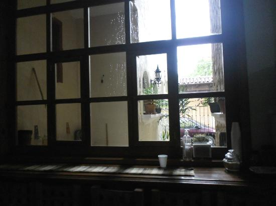 Hostal El Lenador: Ventana con desayunador