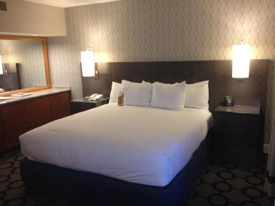 Hilton Palm Springs: king bed