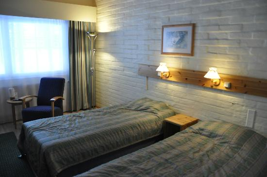 Santa's Hotel Tunturi: a room in Ahma block: beds