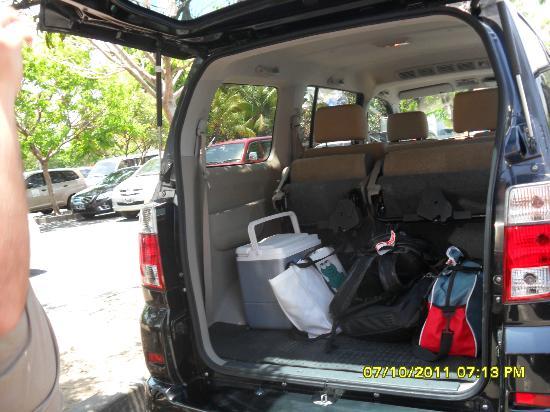 Kiss Bali: Pickup van