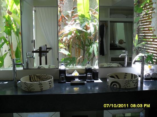 Kiss Bali: sink area