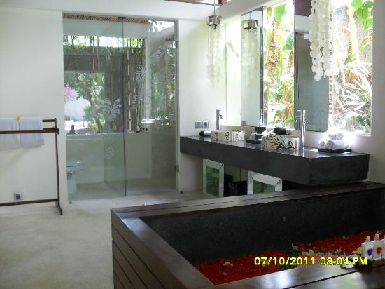 Kiss Bali: Bathroom view