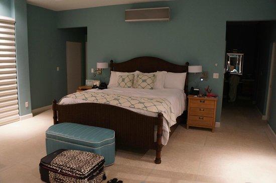 Windsong Resort: Villa master bedroom