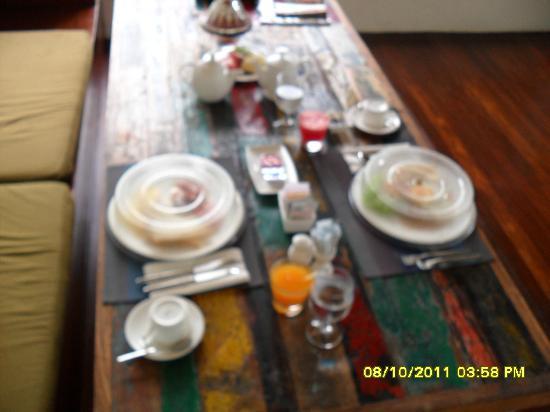 Kiss Bali: breakfast spread (limited)