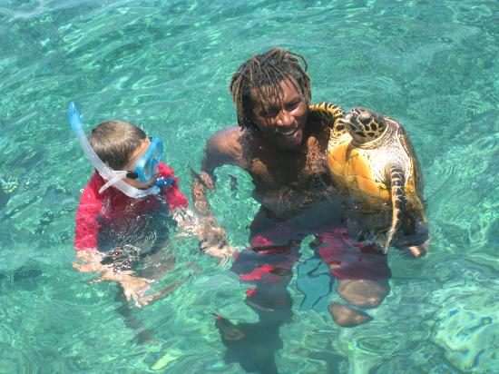La Passe, Seychellen: Nevis faisant profiter les enfants de sa découverte