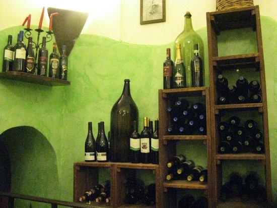 Trattoria e Pizzeria da Meme: Wine corner