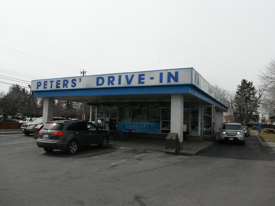 Peters' Drive-In: exterior