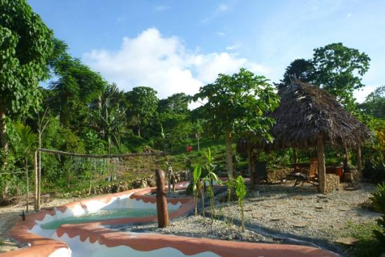 Les Cottages de Bellevue Ecolodge : Le coin piscine.