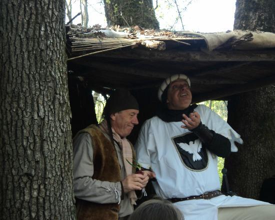 Gropparello, Italien: Il Cavaliere Bianco e il boscaiolo del Parco delle Fiabe