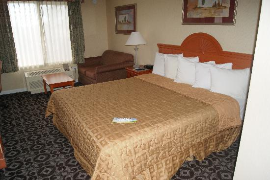 Days Inn Concord: Upgraded King Room
