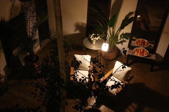 Riad Azza : Vista del Hall principal