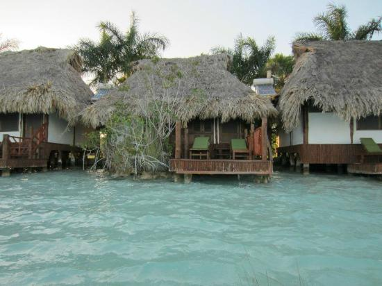 Deck picture of centro holistico akalki bacalar for Villas wayak bacalar