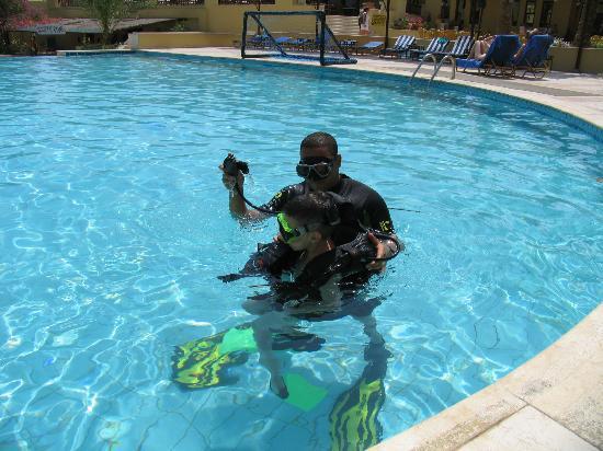 Extra Divers Dive Center : Басейн