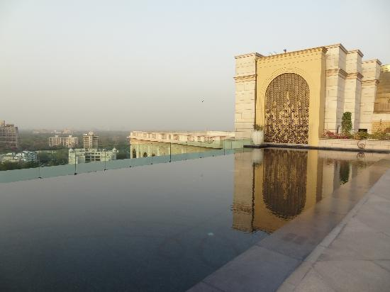 The Leela Palace New Delhi: Rooftop heated pool, Leela Palace, New Delhi