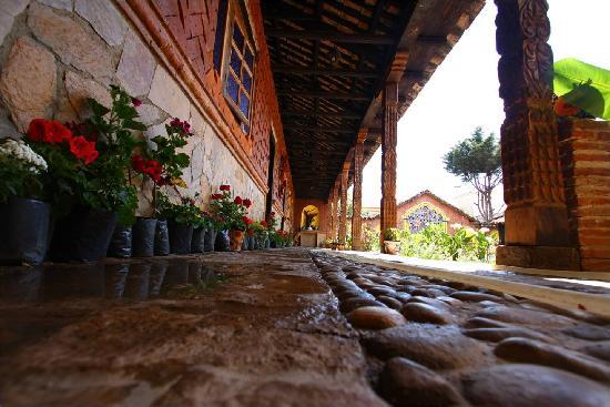 Mesón de la Cofradía: El corredor de la vieja casona