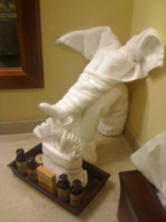 Mardi Gras Casino & Resort : Towel elephant in the bathroom
