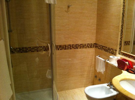 Hotel Genio: -
