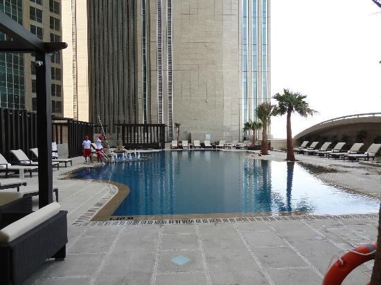 Sofitel Abu Dhabi Corniche: Poolbereich
