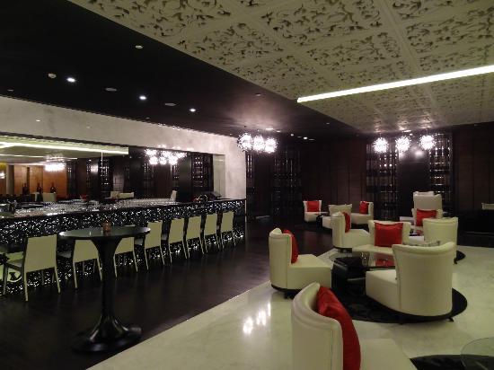Sofitel Abu Dhabi Corniche: Bar