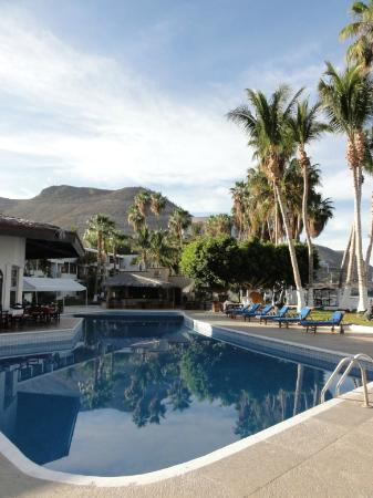 La Concha Beach Resort: poolside