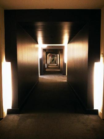 W Dallas Victory Hotel: Hallway