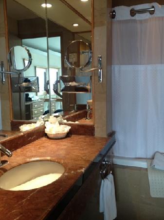 Holiday Inn Queretaro Zona Diamante: Baño