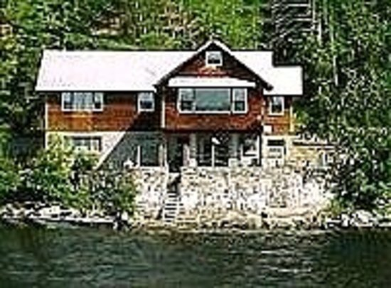 Severance, État de New York : Adele Home on the water