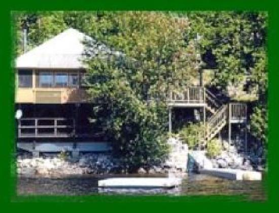 Severance, État de New York : Kristen Home on the Water