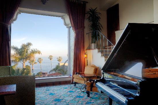 La Valencia Hotel: La Sala Lounge