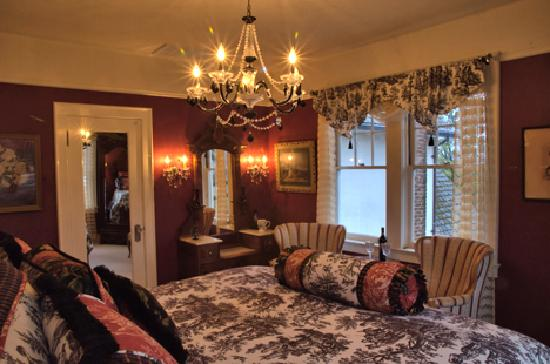 The Inn on Knowles Hill Bed and Breakfast Hotel: Earl Warren Room