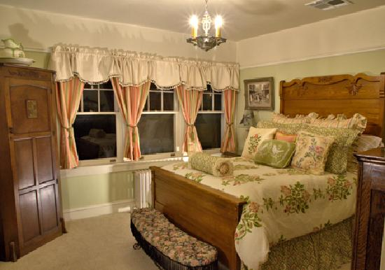 The Inn on Knowles Hill Bed and Breakfast Hotel: Wendell Willkie Room