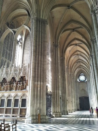 Amiens, Frankrike: So tall