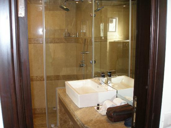 Hotel Africa Avenue GK : Bathroom