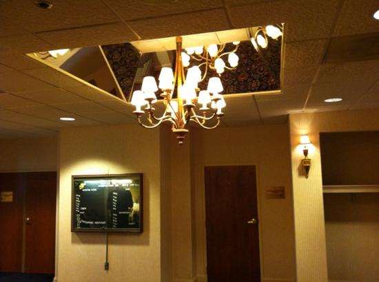 Hampton Inn Hagerstown: chandelier