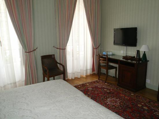Hotel du Palais Bourbon: interior de la habitacion