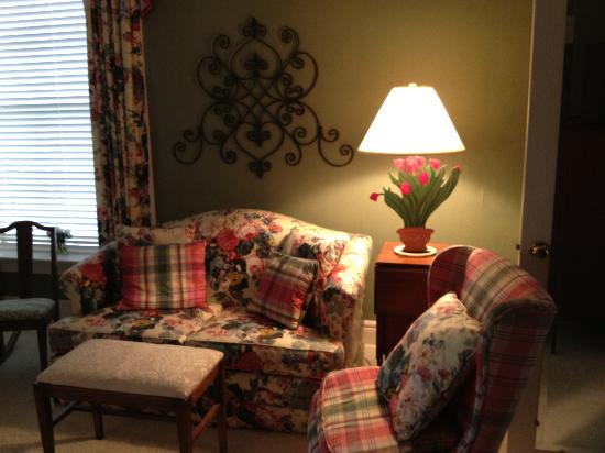 Ruby Lodge at Spring Lake Woods: Guest Room