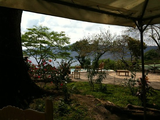 Apoyo Resort : View from the restaurant on top of the resort slope