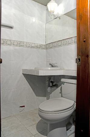 Casa Omaira: Baño