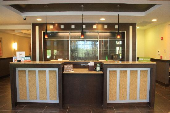 Hilton Garden Inn Springfield: New design and colors for reception with a waterfall effect panel behind.
