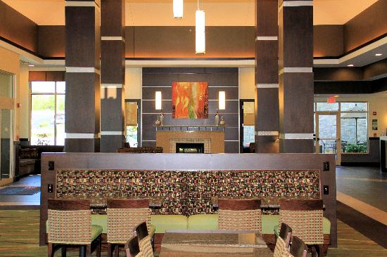 Hilton Garden Inn Springfield: Lobby Dining Area And Fireplace.