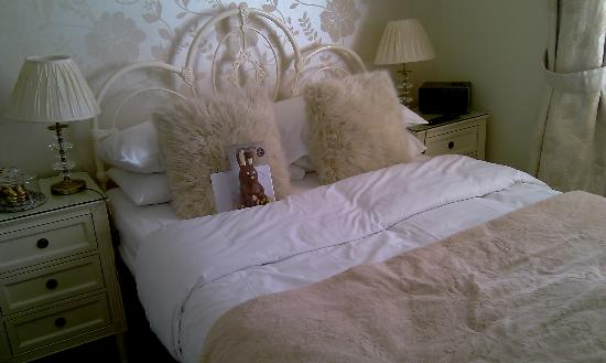The Twenty One: Double bed with Easter bunny