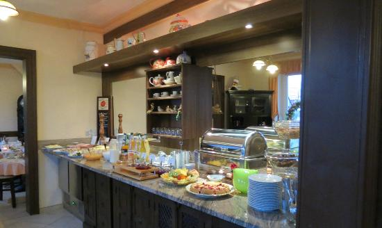 Apart Hotel Wernigerode: Another view of buffet