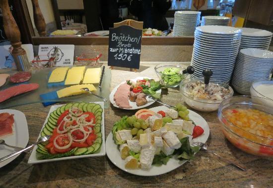 Apart Hotel Wernigerode: Breakfast buffet