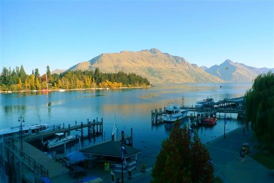 Absoloot Value Accommodation: View of Lake Wakatipu from the Room