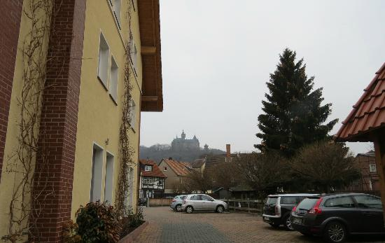 Apart Hotel Wernigerode: yellow bldg on left includes hotel office, see castle on hill