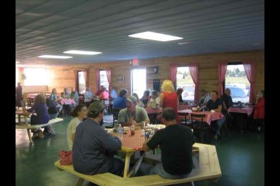 Bronston, KY: Inside Mama's Porch BBQ