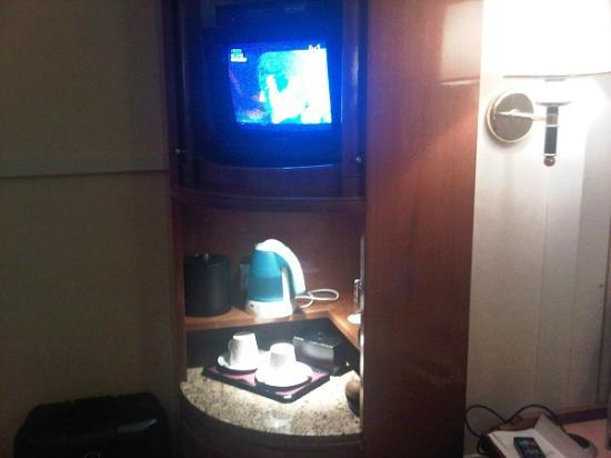 The Charterhouse Causeway Bay Hotel: TV Set in room