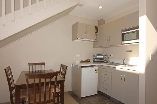 Hanmer Apartments: Dining area