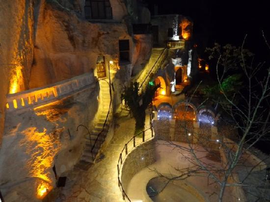 Gamirasu Cave Hotel: Gamirasu at Night