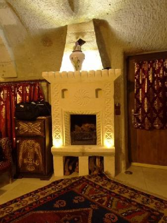 Gamirasu Cave Hotel: Fireplace